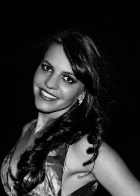 Garota em preto e branco